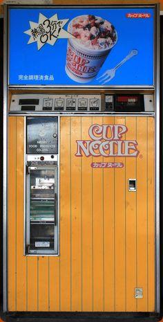 カップヌードル 自販機. instant noodle machine