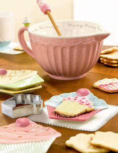 Cupcake Pink Batter Bowl & Holds 3 Quarts        I don't bake cupcakes but I really like this Batter Bowl!