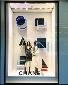 """CHANEL, """"La Vie Est Belle"""", (Life is Beautiful), photo by Only Work & Retail, pinned by Ton van der Veer Fashion Window Display, Fashion Displays, Window Display Design, Store Window Displays, Retail Displays, Showcase Store, Showcase Design, Visual Merchandising Displays, Visual Display"""