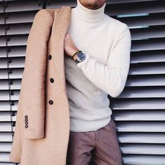 This combo of a camel overcoat and brown wool dress pants is a winning option when you need to look extra classy. Turtleneck Outfit Casual, Mens Turtleneck, Turtleneck Dress, Stylish Men, Men Casual, Turtle Neck Men, Autumn Fashion 2018, Men Style Tips, Rock