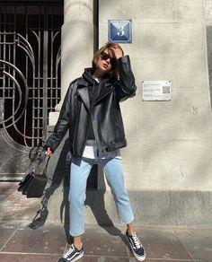 """2MOOD on Instagram: """"Ничего лишнего 🤞🏻 Расслабленный образ с базовыми моделями: кожаной курткой оверсайз, толстовкой с капюшоном в черном оттенке и прямых…"""" Sporty Outfits, Mode Outfits, Stylish Outfits, Fall Outfits, Fashion Outfits, Fashion Tips, Fashion Trends, Swag Fashion, Fashion Clothes"""