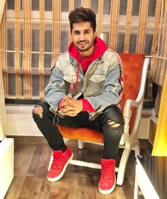 Image may contain: 1 person, sitting and shoes Jassi Gill Hairstyle, Allu Arjun Hairstyle, Punjabi Models, Punjabi Couple, Boy Photography Poses, Stylish Boys, Boy Pictures, Celebrity Outfits, Bollywood Stars