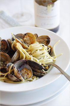 Linguine alle Vongole (Linguine with Clams) Recipe  http://rasamalaysia.com