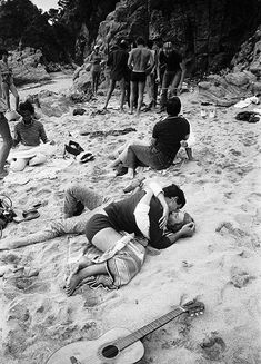 Grup de joves a la platja