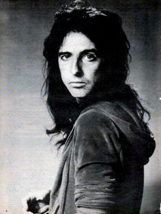 See Alice Cooper pictures, photo shoots, and listen online to the latest music. Alice Cooper, Freddie Mercury, Detroit, Go Ask Alice, Ozzy Osbourne, Hard Rock, A Good Man, Rock Bands, Rock N Roll