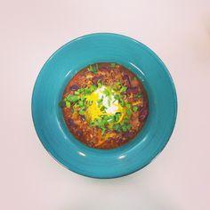 Τσίλι με μοσχαρίσιο κιμά και κόκκινα φασόλια Οκαιρός μας τα χαλάεικαι τι καλύτερο απόμια συνταγή-αντίδοτο στα πρωτοβρόχια. Προειδοποίηση: η κουζίνα θα πλημμυρίσει από εξωτικά αρώματα. Υλικά 4κ...