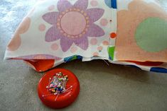 Almohadones en 15 minutos: Lote 93 Sunglasses Case, Creations, Textiles, Sewing, Throw Pillows, Creativity, World, How To Make Pillows, Sewing Tutorials