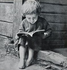 Reading in North Lithuania, 1933 by Balys Buračas I Love Books, Good Books, Books To Read, My Books, Reading Art, Kids Reading, Old Pictures, Old Photos, Vintage Photographs