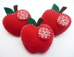 I have this brooch fromdevonly cafts - so lovely Juicy Apple Felt Brooch/Pin - Lovely Teacher GiftJuicy Apple Felt Brooch/Pin - (etsy, no longer available) use idea for Christmas ornament?Felt apples w/ buttons - simple Teacher Gift.To complete: red Felt Diy, Felt Crafts, Fabric Crafts, Sewing Crafts, Sewing Projects, Craft Projects, Diy Crafts, Teacher Ornaments, Felt Christmas Ornaments