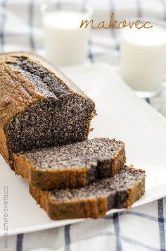 1. Troubu předehřejeme na 160°C a formu na bochník/ biskupský chlebíček vymažeme máslem a vysypeme moukou. 2. Máslo s cukrem vyšleháme v...