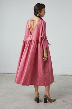 Inspiration for making the Sudley dress sewing pattern Plus Size Evening Gown, Evening Gowns, Denim Jumper Dress, Nice Dresses, Summer Dresses, Daytime Dresses, Pregnant Wedding Dress, Dress Plus Size, Couture
