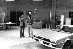"""Giorgeto Giugiaro diseñando el De Lorean bien conocido por ser el vehículo de la película """"Volver al Futuro"""""""