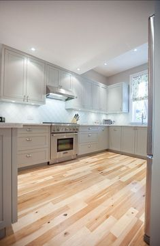 Uplifting Kitchen Remodeling Choosing Your New Kitchen Cabinets Ideas. Delightful Kitchen Remodeling Choosing Your New Kitchen Cabinets Ideas. Clean Kitchen Cabinets, Kitchen Cabinet Design, Kitchen Redo, Kitchen Flooring, New Kitchen, Kitchen Remodel, Kitchen Ideas, Maple Cabinets, Wood Cabinets