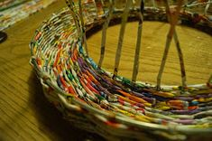 Calabash Bazaar: Wianek Newspaper Basket, Easter Wreaths, Basket Weaving, Wicker Baskets, Zentangle, Upcycle, Room Decor, Crafts, Craft