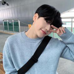 Korean Boys Hot, Korean Boys Ulzzang, Ulzzang Boy, Korean Men, Beautiful Boys, Pretty Boys, Cute Boys, Cute Asian Guys, Asian Boys