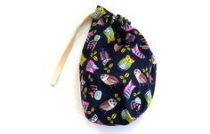 This cheerful colourful fabric drawstring bag is ideal as a childrens party bag or small toy bag. The bag with blue, pink, green and yellow owls on a