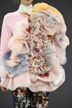 Viktor & Rolf couture show World Of Fashion, Fashion Art, High Fashion, Fashion Show, Fashion Design, Net Fashion, Trendy Fashion, Latest Fashion, Fashion Trends