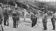 grave snlf officer bowing to japanese soldier grave (hainan 1939)