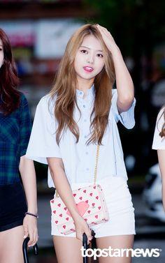 [HD포토] 아이오아이(I.O.I) 임나영 예쁨 가득한 스톤나영 (뮤직뱅크 출근길) #topstarnews Kpop Girl Groups, Korean Girl Groups, Kpop Girls, Kpop Fashion, Korean Fashion, Girl Fashion, Ioi Nayoung, V Instagram, Girl Outfits