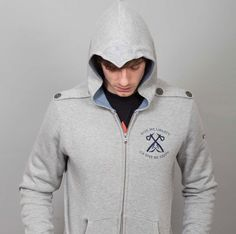 Tomahawk, Assassin's Creed III hoodie.
