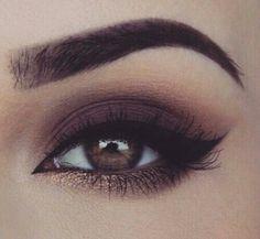Brown eyeshadow with bronze eyeshadow on the bottom