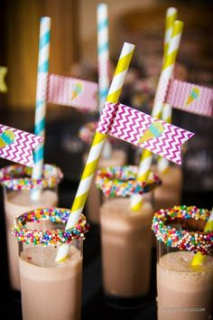Pancake and PJ's Party Idea: Rainbow sprinkles on Chocolate milk. This would be perfect for a sleepover breakfast or pancakes & pajamas party drink! Girls 3rd Birthday, 3rd Birthday Parties, Birthday Ideas, Sleepover Party, Slumber Parties, Pj Party, Snacks Für Party, Party Drinks, Pyjamas Party