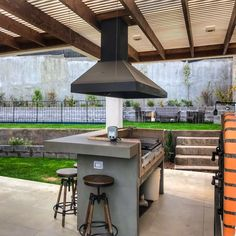 #ampliate #amplia #quinchos #asado #parrilla #terraza #constructora #diseño #diseñoterraza #diseñoquinchos #quinchosyparrillas #quinchosmodernos Build Outdoor Kitchen, Outdoor Kitchen Design, Outdoor Cooking, Parrilla Exterior, Brick Bbq, Bbq Island, Outside Patio, Outdoor Pergola, Interior Design Living Room