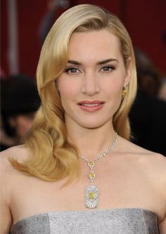 Kate Winslet wears Halpern's Art-Deco inspired necklace in platinum based on jewels in the Tiffany archives.