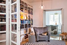 Värikkäät pikku esineet täplittävät retrokotia: leikkisä, persoonallinen, sisustus, retrokoti, värikäs sisustus, vintage, erikoinen sisustus, koriste-esineet, scandinavian, living, interior, design, decorative