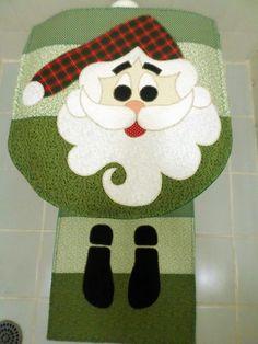 Jogo tapete para banheiro de Natal, confeccionado todo em tecidos 100% algodão, bordado á máquina com linhas metalizadas.