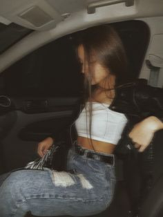 Cute Casual Outfits, Simple Outfits, New Outfits, Stylish Outfits, Fashion Outfits, Girl Photo Poses, Girl Photos, Cute Ripped Jeans Outfit, Cute Instagram Pictures