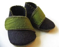 Adorable baby shoes via Etsy! I think I can do that... after i write a gazillion page paper aout Precortezion Penal Law... or before? tempting