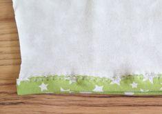 DIY: Cómo hacer leggings para bebés / Actitud y alegría. Sewing For Kids, Baby Sewing, Baby Dress Patterns, Sewing Crafts, Dyi, Valentino, Leggings, Kid Outfits, Babydoll Sheep
