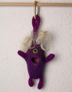 Kleines Monster zum Anhängen von exposicion - Filz- und Textilkunst auf DaWanda.com