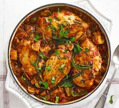 Lighter Chicken cacciatore ♥ ♥ ♥ Enjoy ♥ ♥ ♥ The classic Italian 'hunter's stew' gets a healthy makeover, with low-fat chicken breasts, prosciutto and a rich herby tomato sauce Cacciatore Recipes, Healthy Dishes, Healthy Eating, Healthy Recipes, Healthy Meals, Healthy Food, Savoury Dishes, Lunch Recipes, Fungi