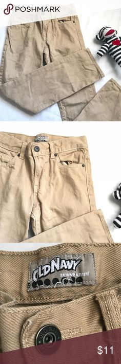 """OLD NAVY skinny khaki brown pants boys size 8R Old Navy khaki brown skinny jeans. Size boys 8 Regular. Length is 31"""". Please note that this is a used item. Normal fade from wash and wear. Old Navy Bottoms Jeans"""