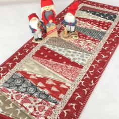 A whimsical Christmas table runner #tabletop #homemade #christmas #christmasdecoration #holiday #handmade #homedecor #tabledecor #tablerunner #quilt #quiltedrunner