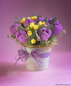 Simply make tulips – instructions. Beautiful flowers always make every home much nicer and more comfortable. Try to make such beautiful flowers. Candy Flowers, Crepe Paper Flowers, Paper Flower Backdrop, Felt Flowers, Diy Flowers, Fabric Flowers, Paper Bouquet, Candy Bouquet, Chocolate Flowers Bouquet