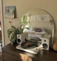 Room Ideas Bedroom, Bedroom Decor, Bedroom Inspo, Decor Room, Pretty Room, Aesthetic Room Decor, Aesthetic Indie, Cool Rooms, Small Rooms