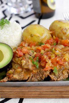 Sobrebarriga en Salsa Criolla – Fırın yemekleri – Las recetas más prácticas y fáciles Colombian Dishes, My Colombian Recipes, Colombian Cuisine, Cuban Recipes, Comida Latina, Fun Easy Recipes, Easy Meals, Healthy Recipes, Gazpacho Recipe