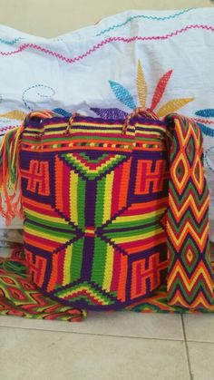 Mochila - Bags Wayuu en colores vivos. Llamanos o escribemos para tener el gusto de atenderte al +573012412266, desde Riohacha (La Guajira) - Colombia
