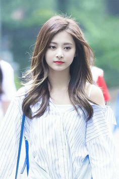 Twice - Tzuyu Kpop Girl Groups, Korean Girl Groups, Kpop Girls, Nayeon, Twice Tzuyu, Sana Momo, Chou Tzu Yu, Beautiful Asian Girls, South Korean Girls