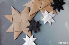 Giv dine flettede stjerner et mere moderne look - flet flade julestjerner ud af flettestrimler. Det kræver kun et par enkle flettetrin som du finder her.