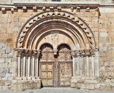 Caltojar, provincia de Soria - Portada románica de la iglesia de San Miguel Arcángel