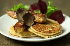 Blinis de topinambour à la truffe et foie gras poêlé