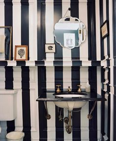 bathroom // maybe there is such a thing as too much stripes afterall ;-)