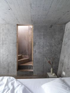 Concrete in the decor - Trendy Home Decorations Concrete Bedroom, Concrete Interiors, Concrete Bathtub, Concrete Stairs, Interior Exterior, Interior Architecture, Industrial Architecture, Design Oriental, Beton Design