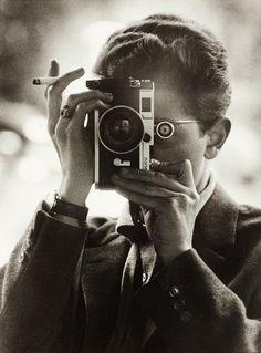 Self portrait Vintage photo 1959 Léon Herschtritt French born in 1936 Self Portrait Photography, Vintage Photography, Love Photography, Landscape Photography, Digital Photography, Pose, Photographs Of People, Foto Art, Photo Lighting