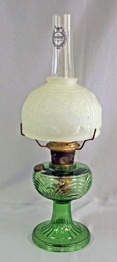 Aladdin Glass Oil Lamp : Lot 32