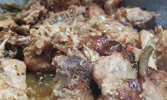 Il gusto unico dei cardi selvatici si unisce alla carne di capra regalando un piatto autentico e saporito.  #food #ricettedisardegna #capretto #capra #meat #ricette #ricetta #recipe #recipes Cardi, Grains, Pork, Meat, Chicken, Kale Stir Fry, Korn, Cubs, Pork Chops
